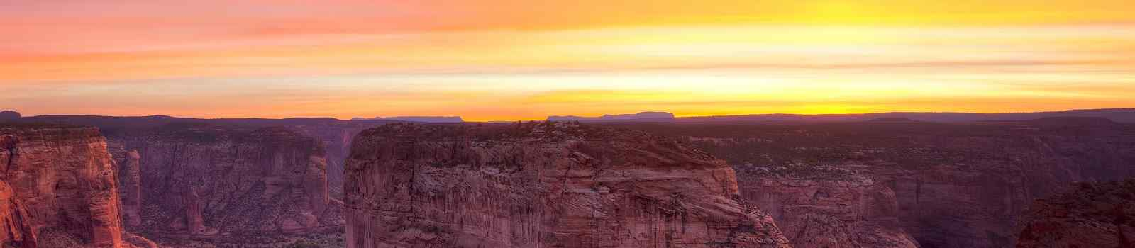 BESTE-NORDAMERIKA -Sunrise in Canyon DeChelly shutterstock 350114609