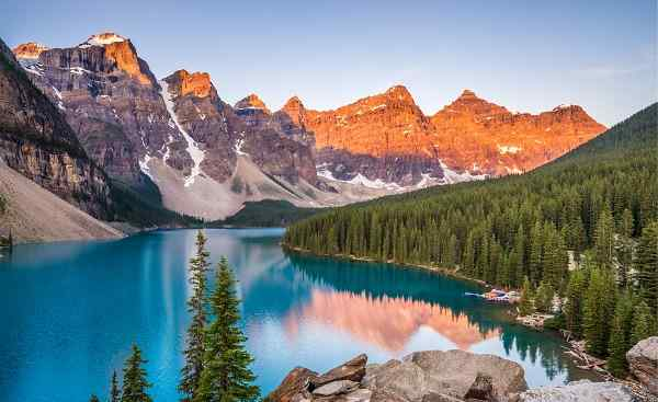CAD-MT-COUNTRY Sunrise over Moraine Lake  Banff National Park  Alberta  Canada 695991625