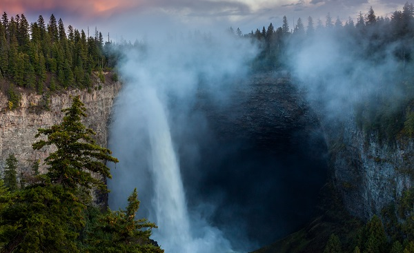 CAD-MT-COUNTRY Sunset at Helmcken Falls  Wells Gray Provincial Park shutterstock 500094673