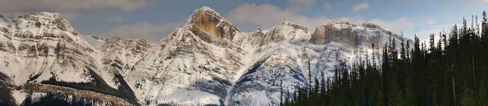 CAD-RM-RGRC  Kanada Alberta Mountain scenery along the Icefields Parkway, Banff and Jasper National Parks