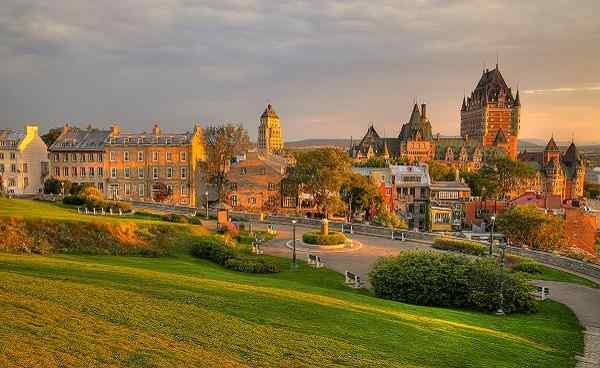 CAD-TC-TQ Quebec City shutterstock 428039794