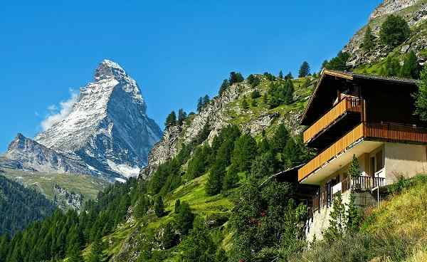 CH-SEEN-ROUTE Lonely traditional house near Mount Matterhorn in Zermatt  Switzerland 343621025
