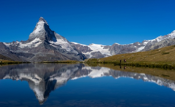CH-SEEN-ROUTE Scenic view on Matterhorn peak with reflection at Stellisee lake in sunny day with blue sky  Zermatt  Switzerland   shutterstock 538246936