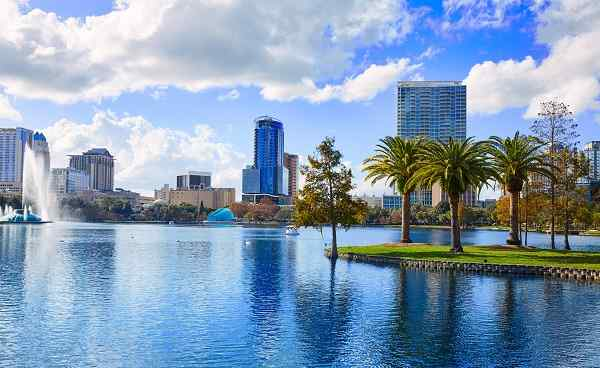 DIX-SWING Orlando skyline fom lake Eola in Florida USA with palm trees shutterstock 446687797