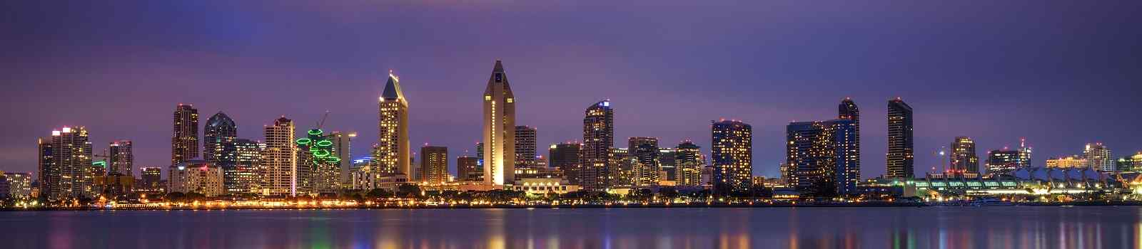 FAMILIE-WEST -Night skyline of San Diego downtown  California  Long exposure  shutterstock 549258097