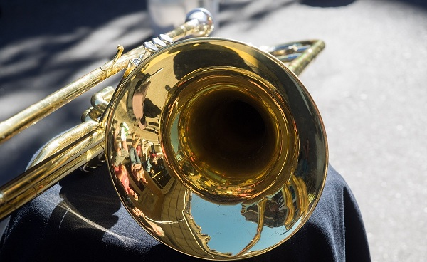 JAZZ-BLUES-ROCKN-ROLL_New_Orleans_Jazz_trumpet_French_Quarter_174338798.jpg