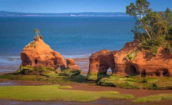 Sandstone formations near Paddy s Island  in North Medford  Bay of Fundy  Nova Scotia  Canada shutterstock 288465035